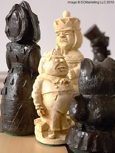 Alice v The Queen of Hearts Plain Theme Chess Set