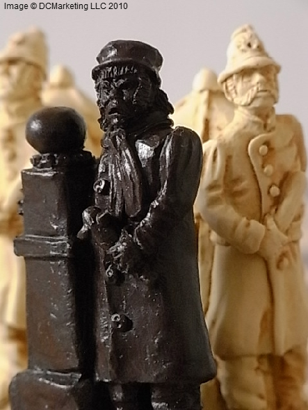 Sherlock Holmes (Small) Plain Theme Chess Set